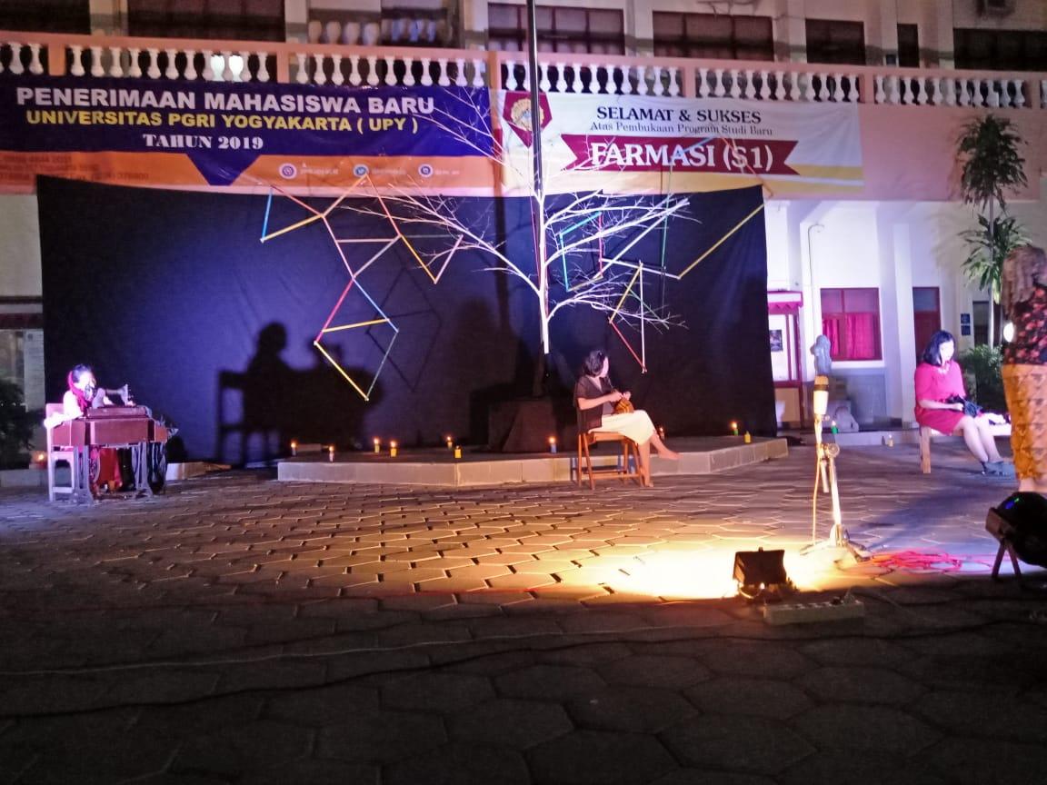Teater Topy UPY : Mencari Drupadi Dalam Rahim Kartini